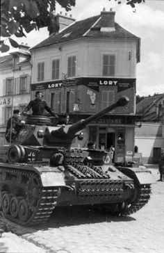 Beautiful picture of a Panzer IV Ausf F2 of 1. SS-Panzergrenadier-Division