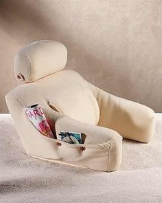 Love reading in bed? How about stretching out your legs and watching TV in bed? BedLounge gives you awesome support because it is ergonomically designed by a doctor who specializes in back pain relief. #ReadInBed