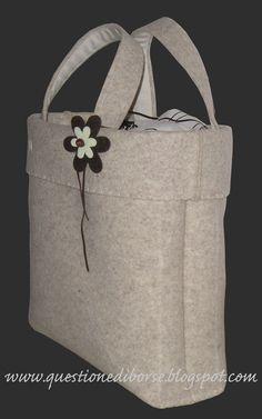 creare borse in feltro - Bing Immagini My Bags, Purses And Bags, Leather Purses, Leather Bag, Happy Threads, Flower Bag, Diy Handbag, Unique Purses, Cotton Bag