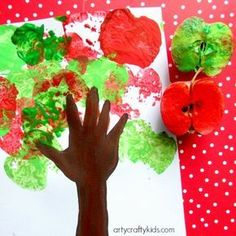 Handprint Apple Tree Super cute Handprint Apple Tree Art Idea for kids. An easy craft for toddlers and preschoolers and a great way to explore apple season! Back to school craft for kids. The post Handprint Apple Tree appeared first on Toddlers Diy. Back To School Crafts For Kids, Fall Crafts For Toddlers, Crafts For Kids To Make, Harvest Crafts For Kids, Kids Diy, Easy Preschool Crafts, Easy Toddler Crafts, Toddler Art, Infant Crafts