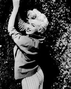 #marilynmonroe #mm #normajeanebaker #normajeanemortenson #normajeane #oldhollywood #classichollywood #retro #vintage #beautiful #blackandwhite #color #moviestar #blondebombshell #sweetheart #starlette #blonde #50s #60s #marilynettes