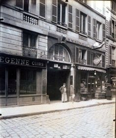 Hotel de Mlle Laguere de L'opera - 30 Rue de Bondy (10e) By Eugène Atget ,1909