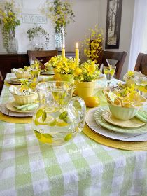 Dining Delight: Mother's Day Lemon Themed Tablescape Yellow Dinner Plates, Yellow Bowls, Orange Table, Lemon Kitchen, Mothers Day Brunch, Dinner Themes, Deco Table, Spring Green, Dinner Table