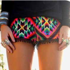 Aztek shorts, yes, yes, yes! Looks Style, Style Me, Boho Style, Tribal Shorts, Neon Shorts, Summer Shorts, Color Shorts, Summer Outfits, Street Style