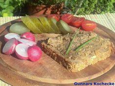 Selbstgemachte Pottsuse auf Brot mit sauren Gurken - #Rezept
