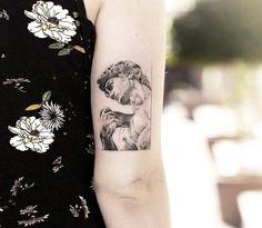 sculpture tattoo Renaissance sculpture David, nice black and grey tattoo work by tattoo artist Alessandro Capozzi Mini Tattoos, Cute Tattoos, Beautiful Tattoos, Body Art Tattoos, Small Tattoos, Sleeve Tattoos, Tatoos, Tattoos In French, Statue Tattoo