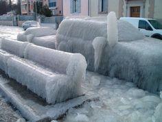 véhicule sous la glace #voiture #automobile #givre #hiver #froid #polaire #glace #glaciale #winter #ice #quartierdesjantes Quartierdesjantes.COM