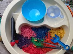 Fabulous blog with tons of great sensory experiences, lots of reggio ideas and more!!