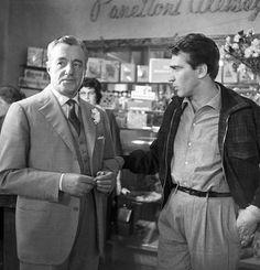 Vittorio De Sica (left) with Walter Chiari on the set of the 1958 film La ragazza di San Pietro
