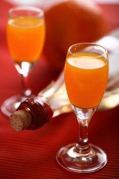Domáci pomarančový likér - Recept pre každého kuchára, množstvo receptov pre pečenie a varenie. Recepty pre chutný život. Slovenské jedlá a medzinárodná kuchyňa Alcoholic Drinks, Beverages, Hurricane Glass, Flute, Smoothies, Champagne, Tableware, Food, Liqueurs