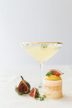 Champagne pear cocktail for a glamorous wedding: http://www.stylemepretty.com/2016/06/27/signature-cocktail-wedding-style/