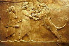 Asurbanipal fue el último gran rey de Asiria. Reinó entre el 668 a. C. y c. 627 a. C. Hijo de Esarhaddon y Naqi'a-Zakutu, es famoso por ser uno de los pocos reyes de la antigüedad que sabía leer y escribir. En el reinado de Asurbanipal, el esplendor asirio era evidente no sólo en su poderío militar, sino también en su cultura y las artes. Asurbanipal creó la biblioteca de Nínive, la cual fue la primera biblioteca que recogió y organizó el material de forma sistemática.