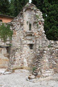 38113129-ruine-der-kirche-san-salvatori-sirmione.jpg (300×450)