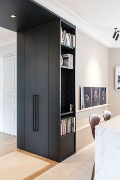 Stylish modern apartment with contrasting interiors in Paris We really love how French studio atelier daaa blends contemporary design with sophisticated classic Parisian apartments. Designers always try to preserve ✌Pufikhomes - source of home inspiration Interior Design Minimalist, Home Interior Design, Interior Styling, Interior Ideas, Apartment Renovation, Apartment Design, Home Decor Styles, Cheap Home Decor, Design Jobs