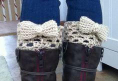 Bow Boot Cuffs :: free #crochet boot cuff patterns