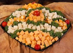 cheese and cracker tray images Cheese And Cracker Platter, Cheese Platters, Meat Trays, Food Trays, Veggie Cheese, Veggie Tray, Cheese Appetizers, Appetizers For Party, Appetizer Ideas