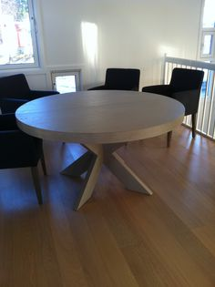 Runde spisebord fra Brubakken Home Dining Table, Furniture, Home Decor, Coat Racks, Homemade Home Decor, Diner Table, Dinning Table Set, Home Furnishings, Dining Room Table