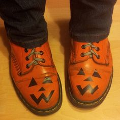 Great idea to do with a pair of old shoes for handing out treats to the trick or treaters.
