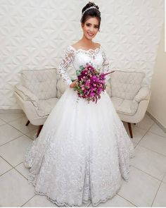 17 Super Ideas For Bridal Drees Lace Bouquets Top Wedding Dresses, Wedding Dress Trends, Wedding Dress Sleeves, Wedding Attire, Bridal Dresses, Lace Bouquet, Quince Dresses, Beautiful Gowns, Wedding Styles