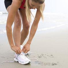 Ga aan de slag met Evy om 5 kilometer te leren lopen. Of wil je doorstoten naar de 10 kilometer? Download dan nu de felbegeerde Start to Run podcast en Keep Running podcast die je tijdens je trainingsschema voorzien van vlotte loopmuziek en de nodige aanmoedigingswoorden van Evy. #running #music