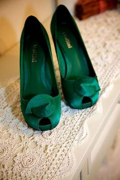 Emerald Green Peep Toe Shoes Heels Pumps www. Emerald Green Shoes, Emerald Green Weddings, Emerald City, Green Heels, Green Diamond, Crazy Shoes, Me Too Shoes, Cool Winter, Pastel Outfit