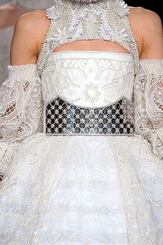 Alexander McQueen Fall 2013 Ready-to-Wear Detail