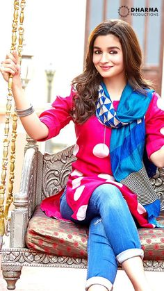 Alia Bhatt looks like a dream in Badrinath Ki Dulhaniya School Looks, Indian Celebrities, Bollywood Celebrities, Bollywood Girls, Bollywood Actress, Bollywood Heroine, Western Outfits, Indian Outfits, Mumbai
