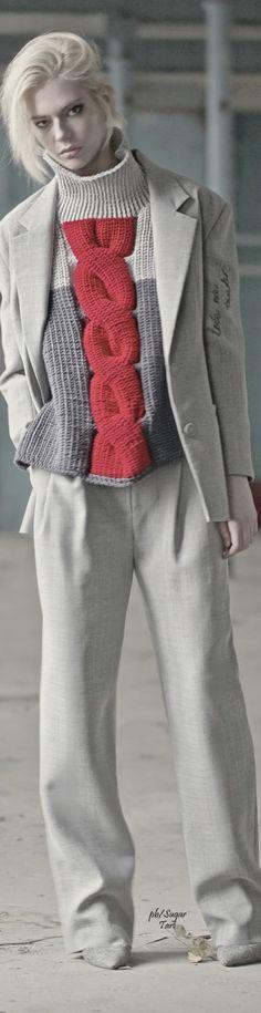 Great colors. Knit sweather. Les trois couleurs / grege/gris/framboise #VikaGazinskaya Fall 2015 RTW