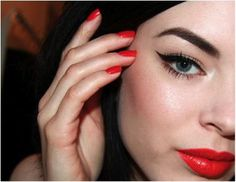 Reddish orange lips and nails with cat's eye - This woman's make-up is consistently awesome. Totally copying this look. Makeup Trends, Beauty Trends, Makeup Tips, Hair Makeup, Makeup Ideas, Coral Lips, Orange Lipstick, Red Lips, Mac Lipstick