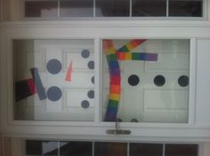 Snowman Door! Such a cute idea for a white door all winter long!  Would be great for a classroom door too.