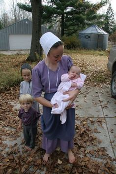 Our imaginations definitely can run wild with what it would be like to live a true Amish lifestyle. Amish Family, Amish Culture, Amish Community, Amish Recipes, Dutch Recipes, Bread Recipes, Religion, Amish Country, Amish Farm