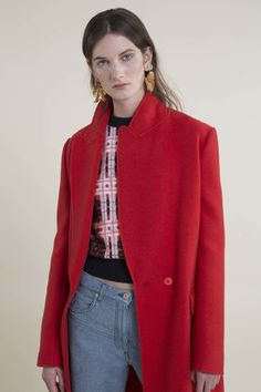 See the complete Cédric Charlier Pre-Fall 2016 collection.