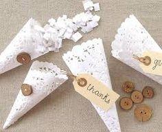 4047433dd Decoración DIY con blondas de papel. Adorna tu boda o evento con elementos  caseros con kraft y blondas de papel. Guirnaldas, farolillos, detalles ...