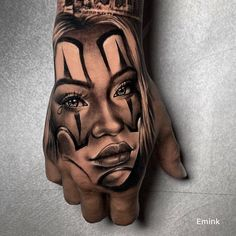 Chicano Tattoos Sleeve, Best Sleeve Tattoos, Tattoo Sleeve Designs, Face Tattoos For Women, Hand Tattoos For Guys, Finger Tattoos, Skull Rose Tattoos, Skull Hand Tattoo, Gangster Tattoos