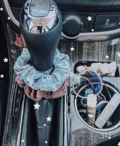 Cute Cars Accessories Discover How to be a VSCO girl checklist: scrunchies Birkenstocks & crop tops - Business Insider Some people love her some people hate her. From scrunchies to crop tops heres the ultimate starter kit on how to be a VSCO girl. Auto Jeep, Bmw I8, My Dream Car, Dream Cars, Maserati Ghibli, Jeep Carros, Rs6 Audi, Design Autos, Truck Accessories