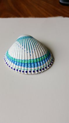 Hand painted, one of a kind original design. Cockle clam shell, acrylic paint and varnish. Seashell Painting, Seashell Art, Seashell Crafts, Beach Crafts, Dot Painting, Stone Painting, Painted Rocks, Hand Painted, Painted Shells