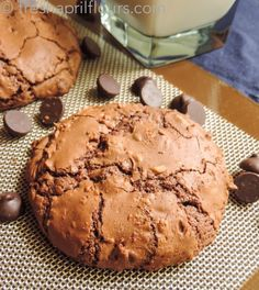 Brownie Cookies: can't decide between a cookie or a brownie? Your solution is right here!