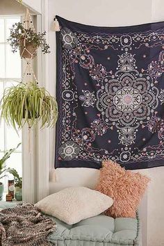 Plum & Bow Seren Lace Medallion Tapestry - Urban Outfitters