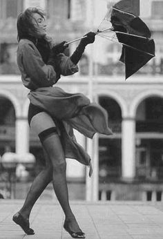 On a windy day, make sure you wear sexy stockings Black N White, Black And White Pictures, Foto Glamour, Foto Picture, Zoom Photo, Up Skirts, Short Skirts, Belle Photo, Sexy Legs