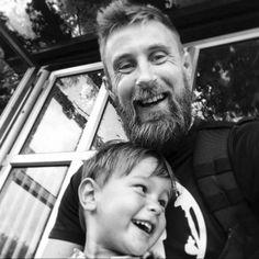 Vor einem Jahr musste Richard Pringle seinen 3-jährigen Sohn Hughie beerdigen. Der schwere Verlust hat ihm die Augen geöffnet, was wirklich wichtig ist im Leben...