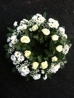 Ogrodnictwo Świątkowscy » Wyroby pogrzebowe Floral Wreath, Wreaths, Home Decor, Crowns, Decoration Home, Room Decor, Bouquet, Flower Band, Interior Decorating