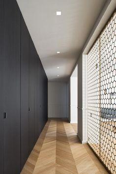 Black Box - Picture gallery with interesting designed wall. Flur Design, Plafond Design, Hallway Designs, Closet Designs, Wardrobe Furniture, Black Box, Contemporary Architecture, My Dream Home, Future House
