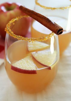 Fresh apple cider, white wine and cut apples combine to make a fabulous fall sangria. A splash of soda and sugared rim finish it off. Top Drinks, Fall Drinks, Yummy Drinks, Beverages, Fall Cocktails, Party Drinks, One Hour Bread Recipe, Cranberry Bliss Bars Starbucks, Fall Sangria