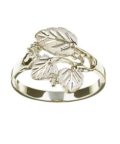@Overstock - Click here for Ring Sizing ChartWomen's Black Hills silver bandRing features a beautiful carved leaf designhttp://www.overstock.com/Jewelry-Watches/Black-Hills-Silver-Womens-Leaf-Cutout-Ring/3042581/product.html?CID=214117 $32.99