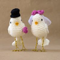 Bildergebnis für souvenirs to crochet wedding Crochet Cake, Crochet Birds, Crochet Food, Yarn Animals, Knitted Animals, Crochet Amigurumi Free Patterns, Crochet Dolls, Diy Wedding Cake Topper, Bird Cake Toppers