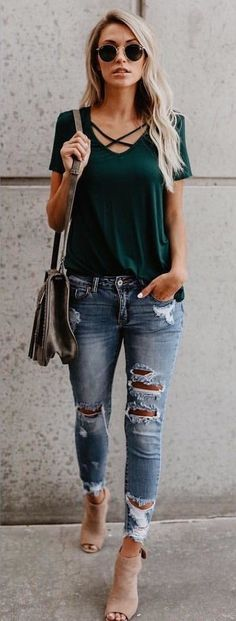 Cozy Fall Outfits To Copy ASAP women's green shirt, gray leather crossbody bag and denim jeans Cozy Fall Outfits, Spring Outfits, Outfit Summer, Fall Fashion Trends, Autumn Fashion, Fashion Ideas, Fashion Spring, Fashion Tips, Komplette Outfits