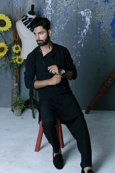 #Black #shalwar #kameez #Traditional #pakistani #rangehayat Kurta Pajama Men, Kurta Men, Indian Groom Wear, Indian Wear, Pathani For Men, Mens Shalwar Kameez, Gents Kurta, White Kurta, Kurta Patterns