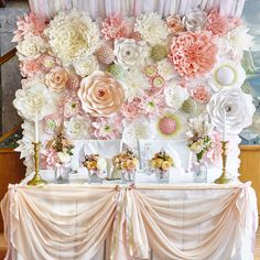 Decoration with giant paper Paper Flower Decor, Paper Flower Backdrop, Flower Crafts, Giant Paper Flowers, Big Flowers, Diy Craft Projects, Diy And Crafts, Floral Backdrop, Bridal Shower Decorations