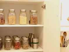 Zero Waste blogger Lauren Singer lets us look into her drawers and cabinets