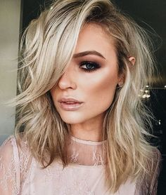 If you are looking for a brilliant hair color design all you need to do is look at the different celebrity hair colors and try out the best for you hair and you are good to go. Discover more:celebrity hair colors blonde, celebrity hair colors brunette. Prom Hairstyles For Short Hair, My Hairstyle, Quick Hairstyles, Pretty Hairstyles, Hairstyles 2018, Medium Hair Styles, Short Hair Styles, Celebrity Hair Colors, Celebrity Hair 2018